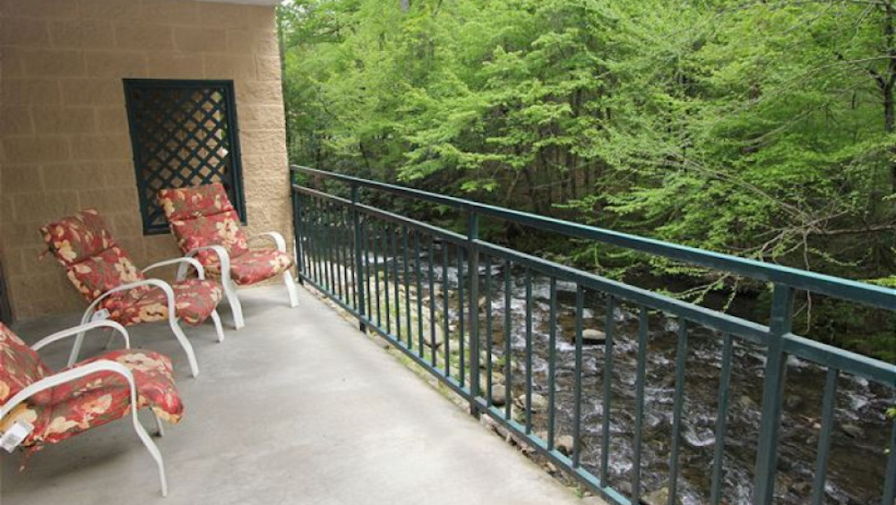 4 Ways to Save Money When You Choose to Stay in a Gatlinburg Condo